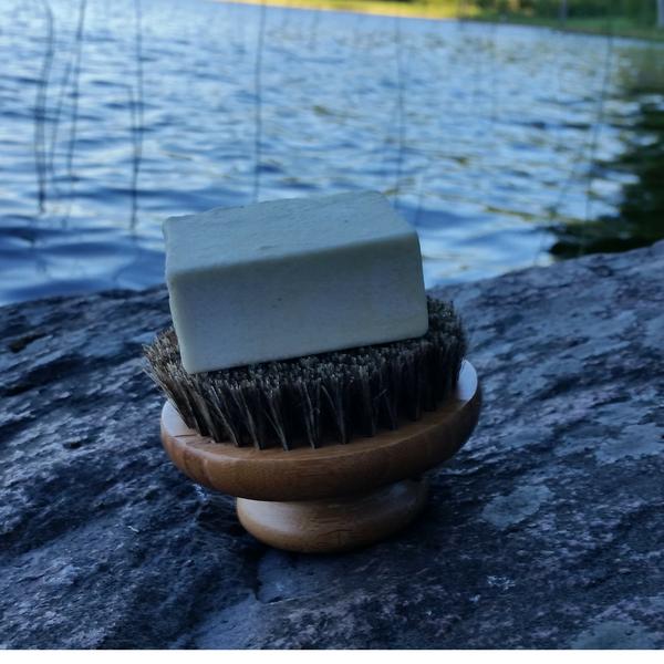 Vartaloharja käy palashampoon kuivausalustaksi
