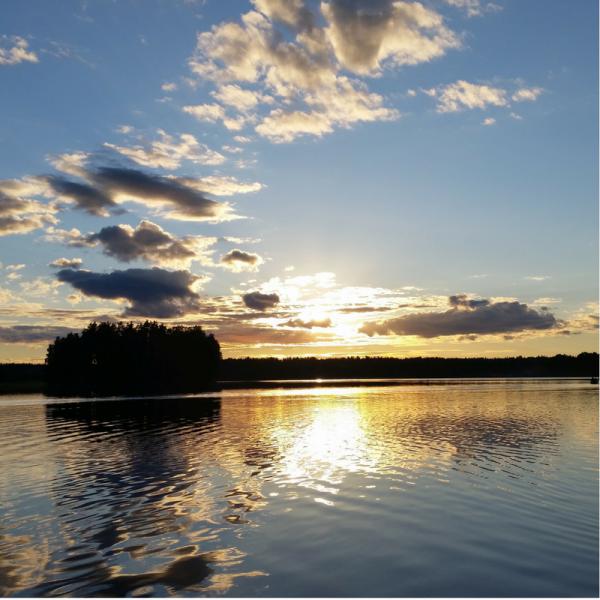 Luonnollinen järvimaisema